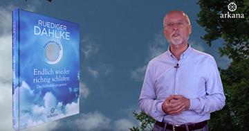 """Dr. Ruediger Dahlke mit seinem Buch """"Endlich wieder richtig schlafen""""."""