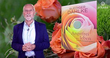 """Ruediger Dahlke mit seinem Buch """"Angstfrei leben"""""""