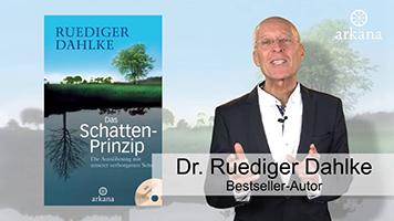 """Dr. Ruediger Dahlke mit seinem Buch """"Das Schatten-Prinzip"""""""