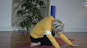 Carola Bleis bei der Faszienübung