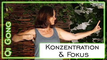 Daniela Herzberg bei der Qi Gong-Übung