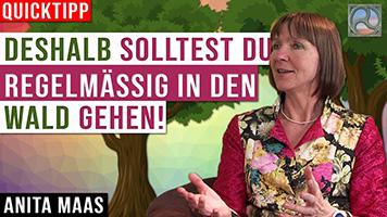 Anita Maas vor Waldkulisse